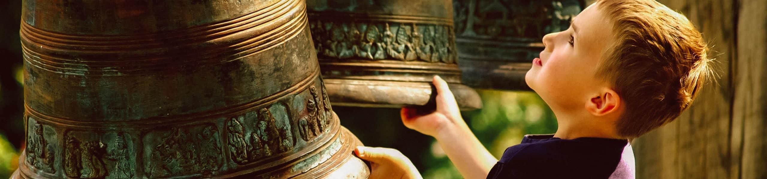 Kind beim Nepal Himalaya Pavillon