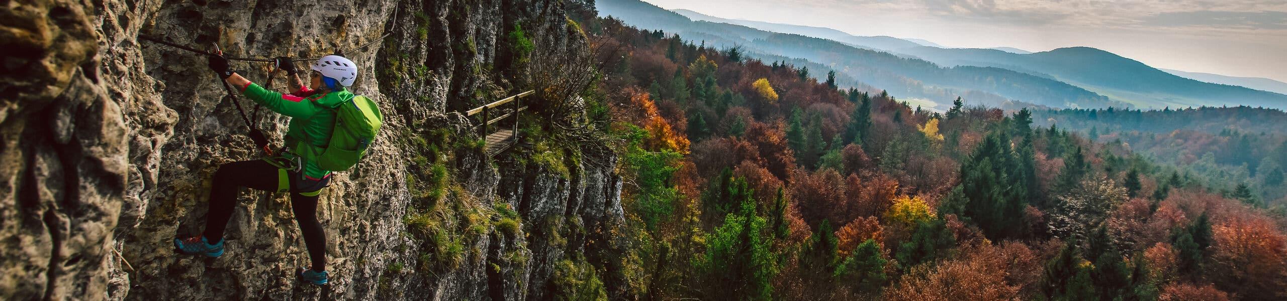 Kletterer am Höhenglücksteig im Landkreis Amberg-Sulzbach