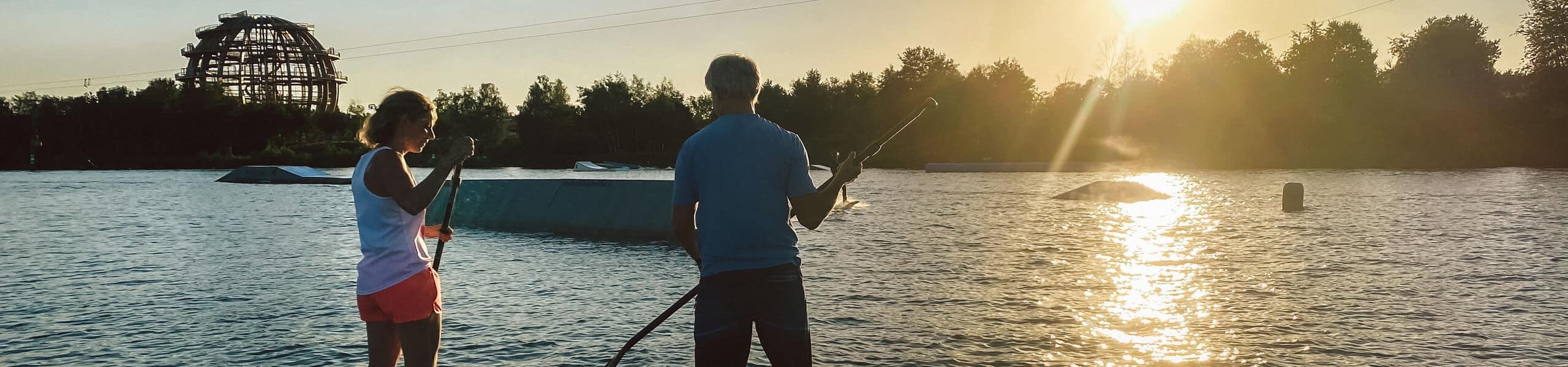 Steffen und Chrys Wild paddeln über den Steinberger See