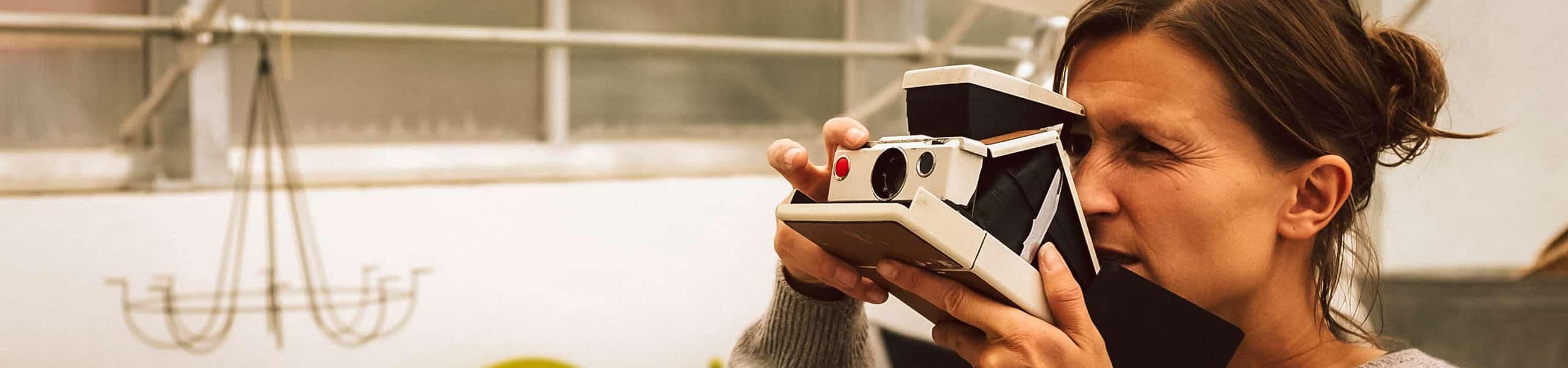 Evi Lemberger beim Fotografieren