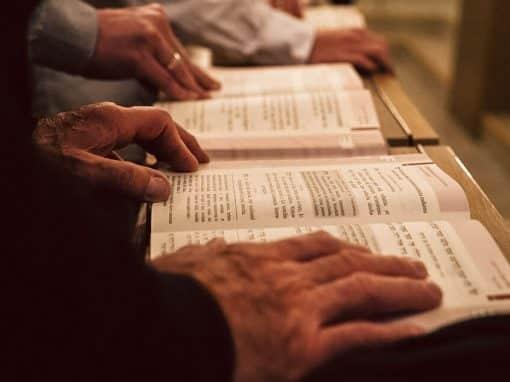 Blick in ein jüdisches Gebetbuch.