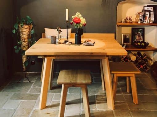Esszimmer mit Tisch