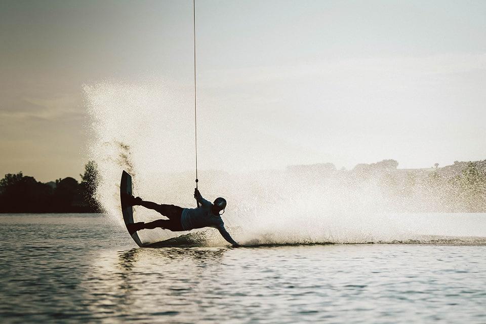 Wakeboarderin auf dem Steinberger See