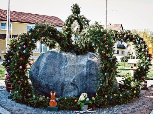 Osterbrunnen in Neukirchen