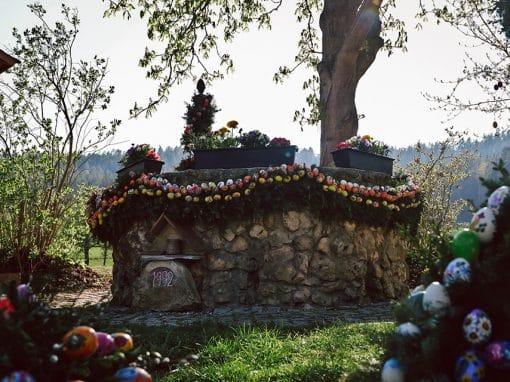 Osterbrunnen in Sinnleithen