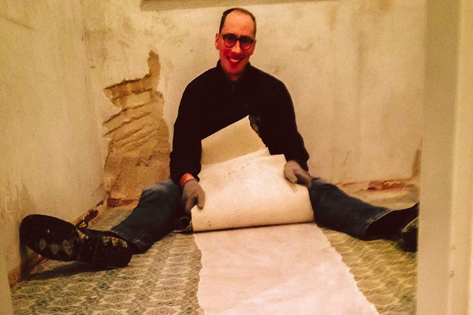 Andreas bei der Renovierung