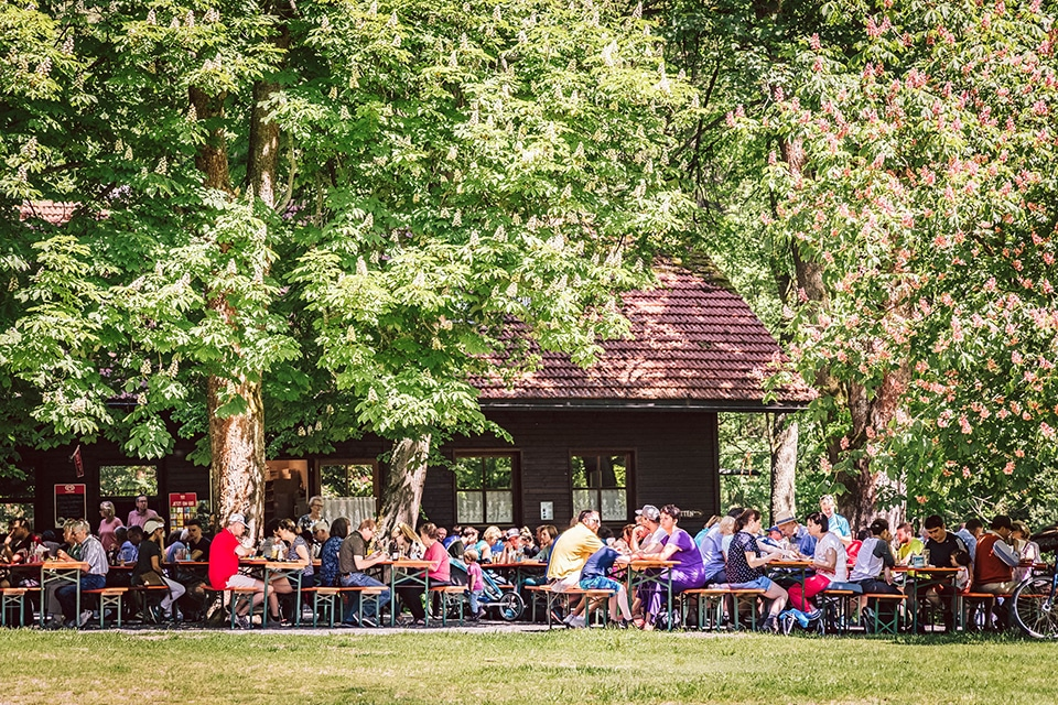 Biergarten Blockhütte im Waldnaabtal