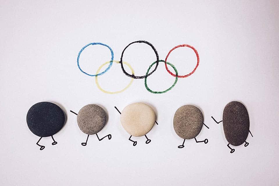 Olympische Ringe und Steine