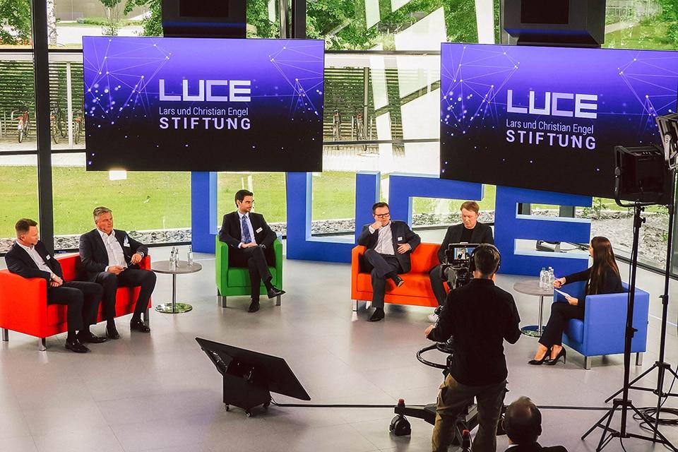 Podiumsdiskussion bei der LUCE Eröffnung