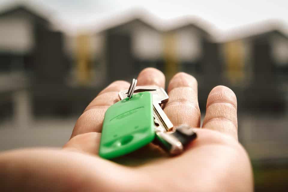 Haustürschlüssel liegen auf der Hand