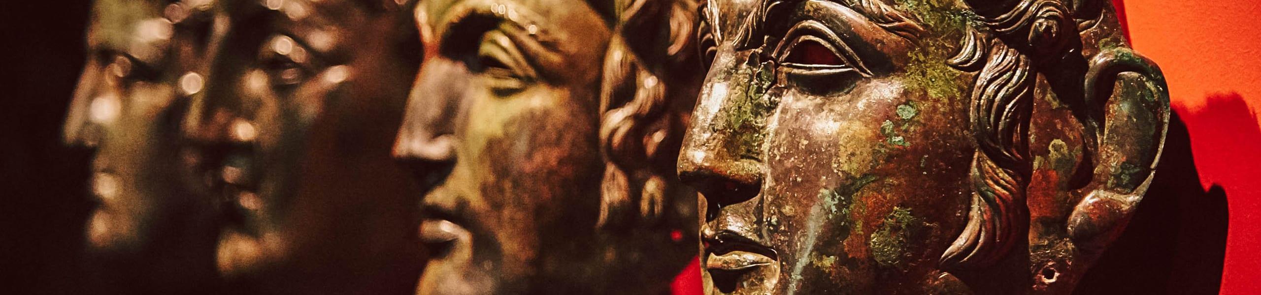 Römermasken im Gäubodenmuseum in Straubing